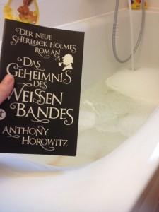 gutes Buch + Bad